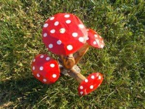 Ciupercuța roșie - idee de ornament pentru grădină