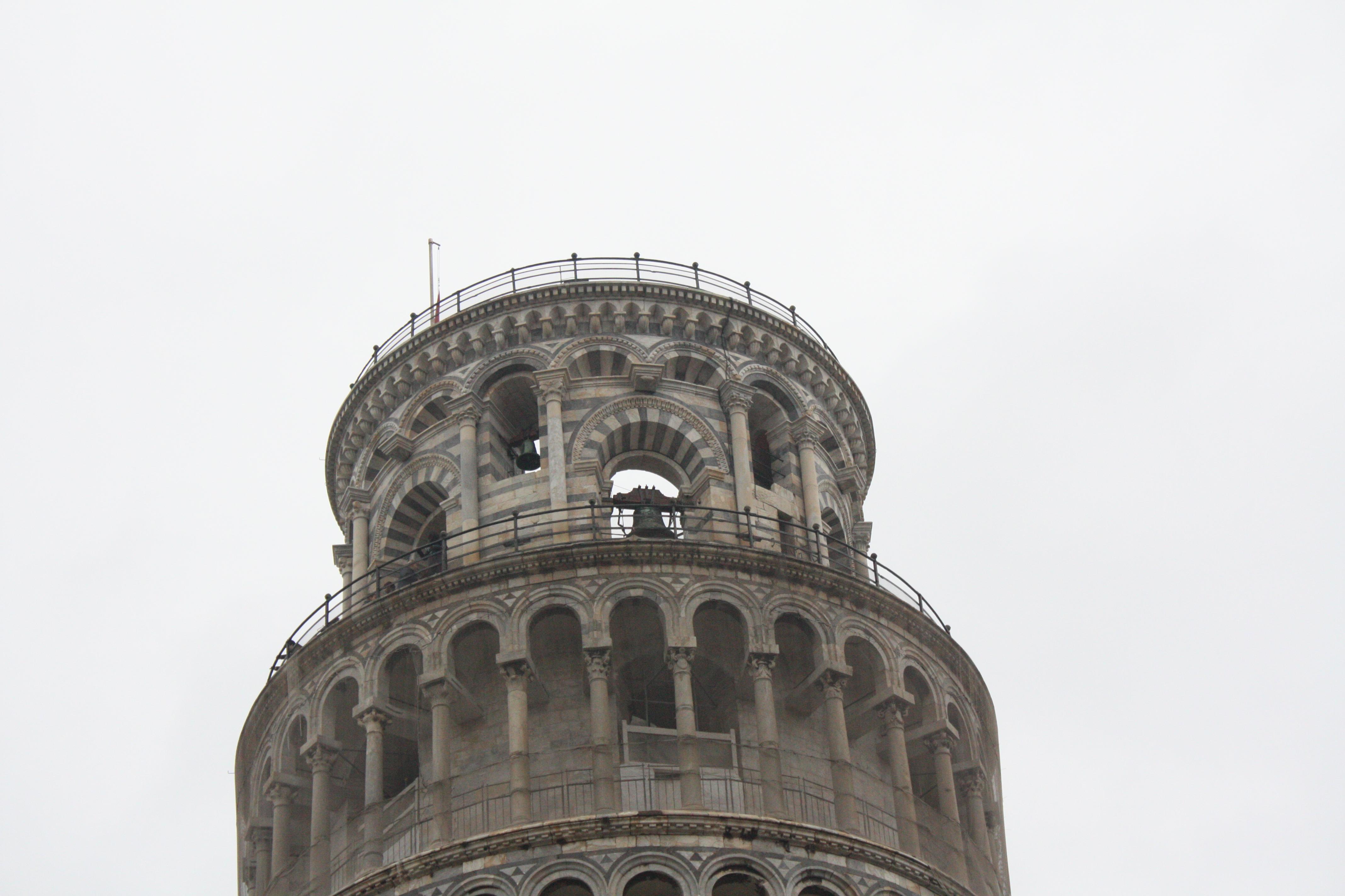 Lantai teratas menara Pisa