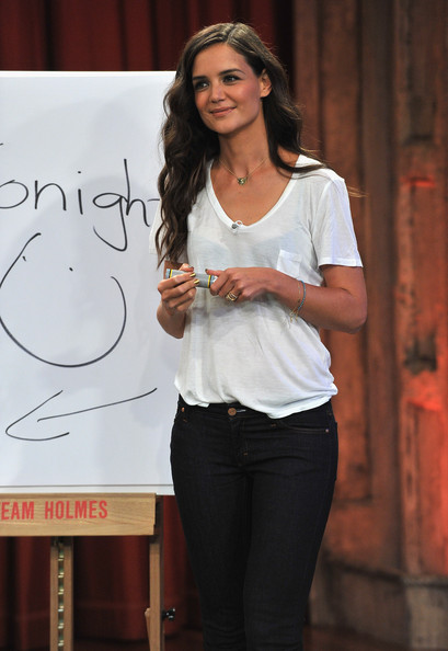 8 Katie+Holmes+Katie+Holmes+Visits+Late+Night+BbjaM7ardQAl