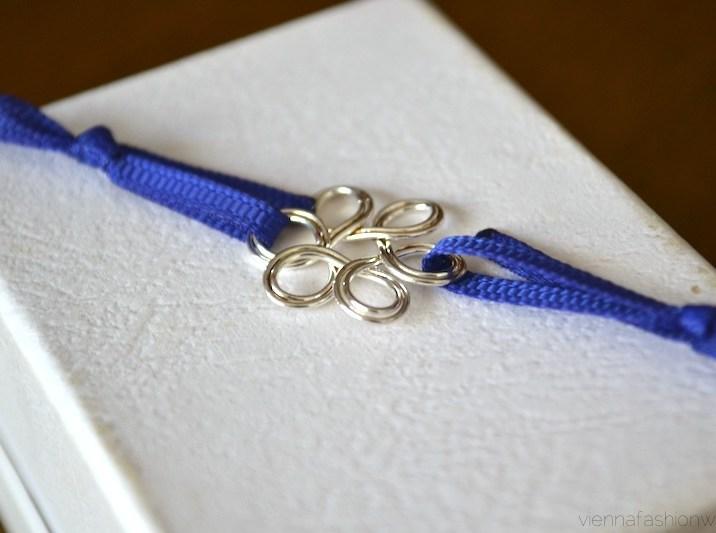01 Stoff-Armband mit Blume