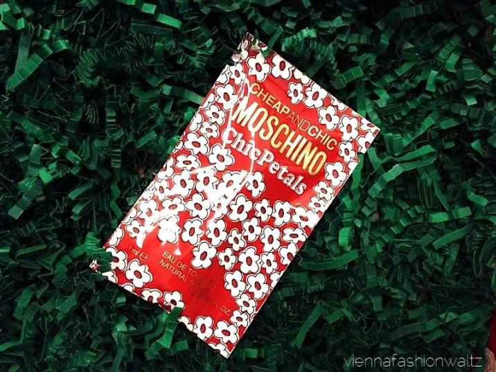 11 Glossybox Dezember 13 Christmas Edition Moschino