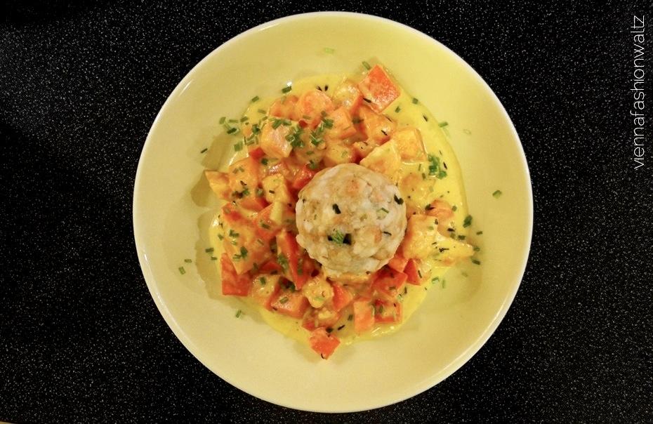 Semmelknödel auf Kürbis-Creme Fraîche-Gemüse