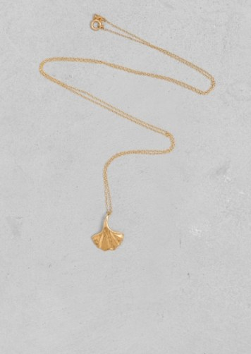 Lara Melchior ginkgo leaf necklace € 45,00