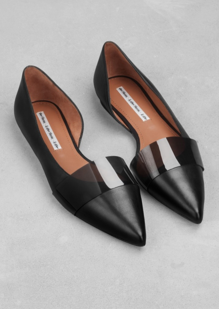 Pointed-toe flats € 65,00