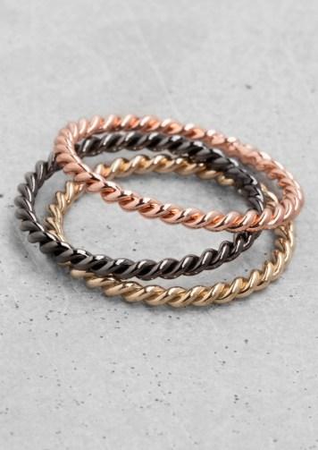 twisted metal rings € 12,00