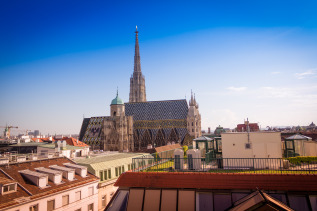 steirerblut_und_himbeersaft_roof_top_100_bloom_bar_hotel_lamee_wien_aussicht_stephansdom_copyright_catherine_ebser