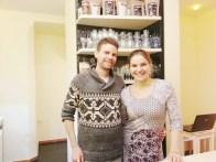 Die liebenswerte Bäckerin Anna mit ihrem Bruder.