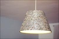 Mit Knöpfen beklebt! http://creativebysteffka.blogspot.co.at/2013/07/diy-lampenschirm-lamp-shade.html