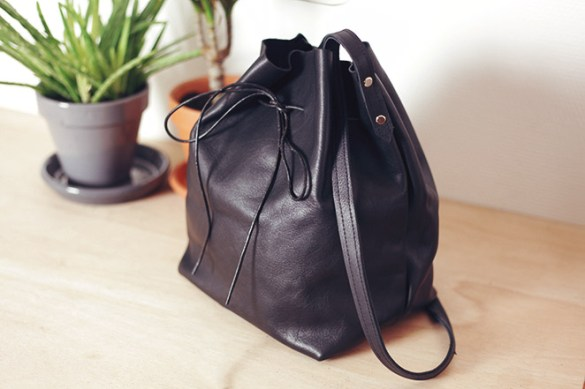 http://www.ellefrost.com/diy/diy-leather-bucket-bag/