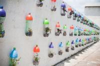 http://www.fabdiy.com/diy-pet-bottle-garden/