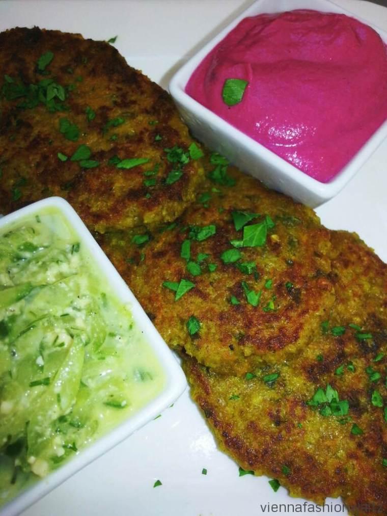 Hirselaibchen mit Roter Rübe Hummus und Cashew-Gurken Dip