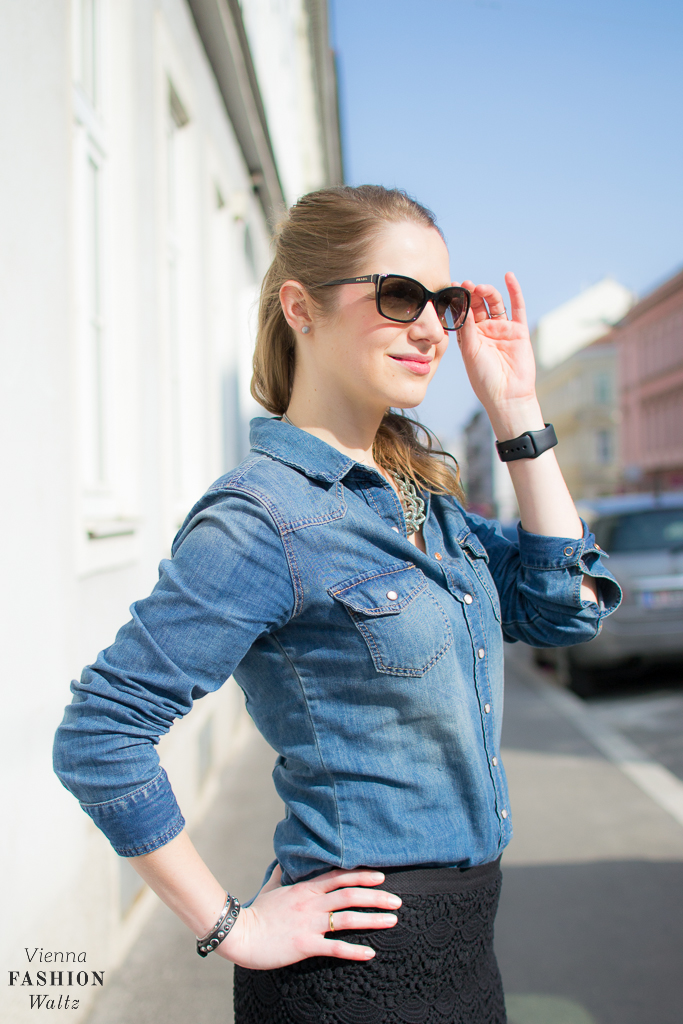 How to style your denim blouse with Sneakers