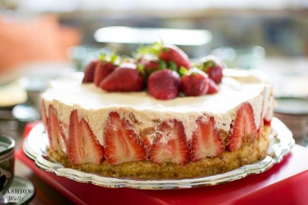 Erdbeer-Nusstorte mit Karamellcreme