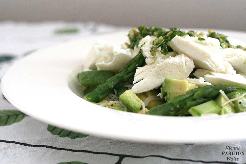 Spargelsalat mit Büffelmozzarella & Pesto Rezept