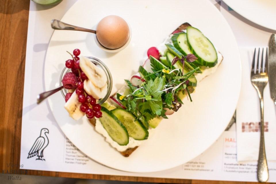 fashion-food-lifestyle-blog-wien-austria-oesterreich-www-viennafashionwaltz-com-cafe-halle-museumsquartier-good-morning-vienna-14-von-32