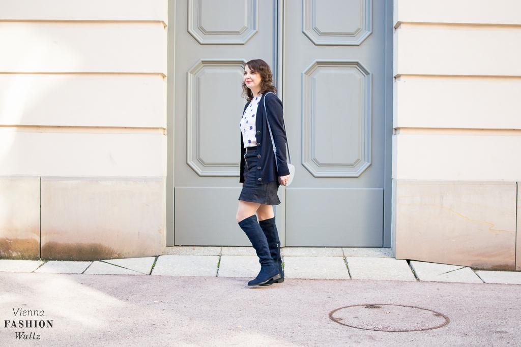 Blue Cardigan meets Jeansskirt fashion-food-lifestyle-blog-wien-austria-osterreich-www-viennafashionwaltz-com-cozy-knits-cardigan-weste-29-von-43