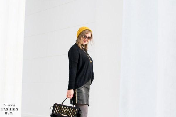Outfit mit Lederrock und Vintage Spitzenshirt