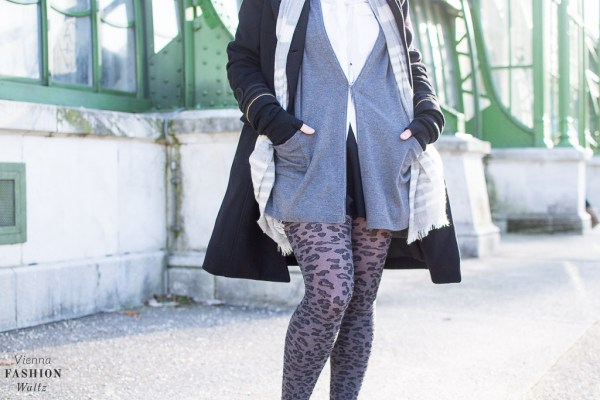 Sneakers & Tights Outfit | Leoprint, Fashion, Style, Woman, Damen, beauty-fashion-food-lifestyle-blog-wien-austria-oesterreich-www-viennafashionwaltz-com-falling-for-tights-32-von-59