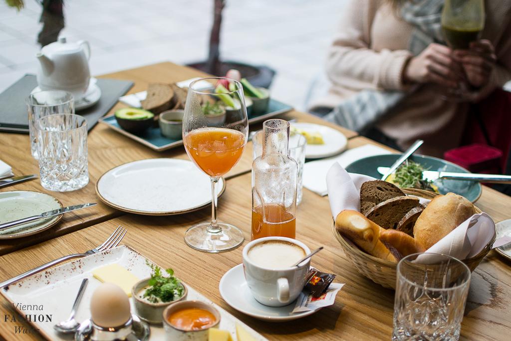 Frühstück im Wein & Co
