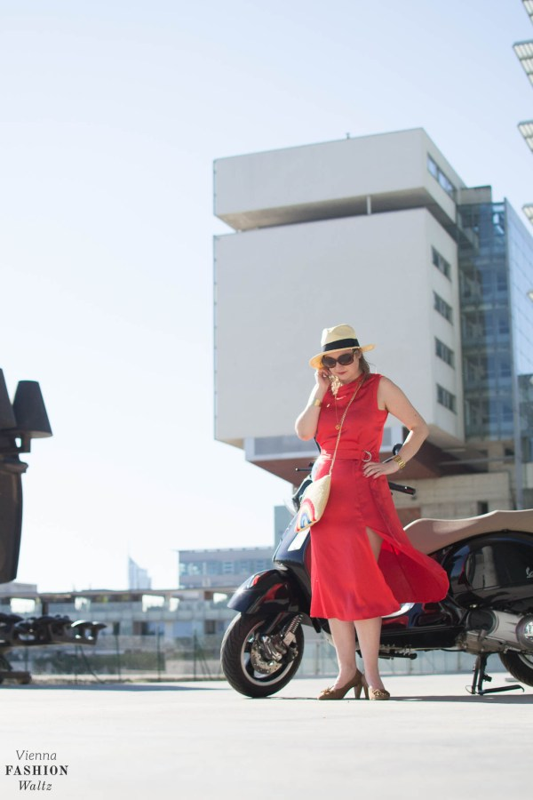 Das perfekte Sommerkleid - Hot Summer in the City, Vienna, VIC, Red Dress, Perfect Summer Dress, we bandits bag, straw bag, Hoegl shoes