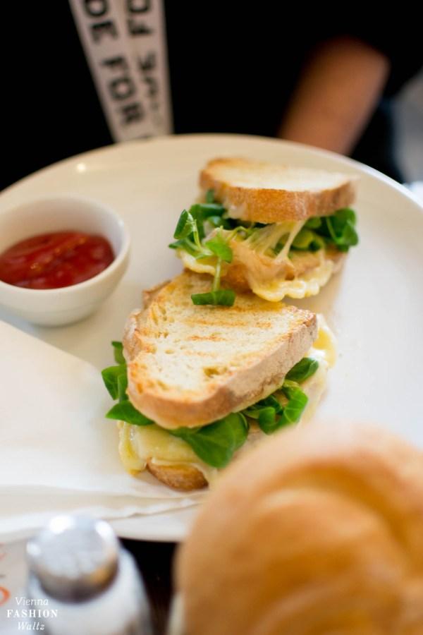 Frühstück im Café Einfahrt | Lokal-Tipp Wien | Altenberger Toast mit Käse