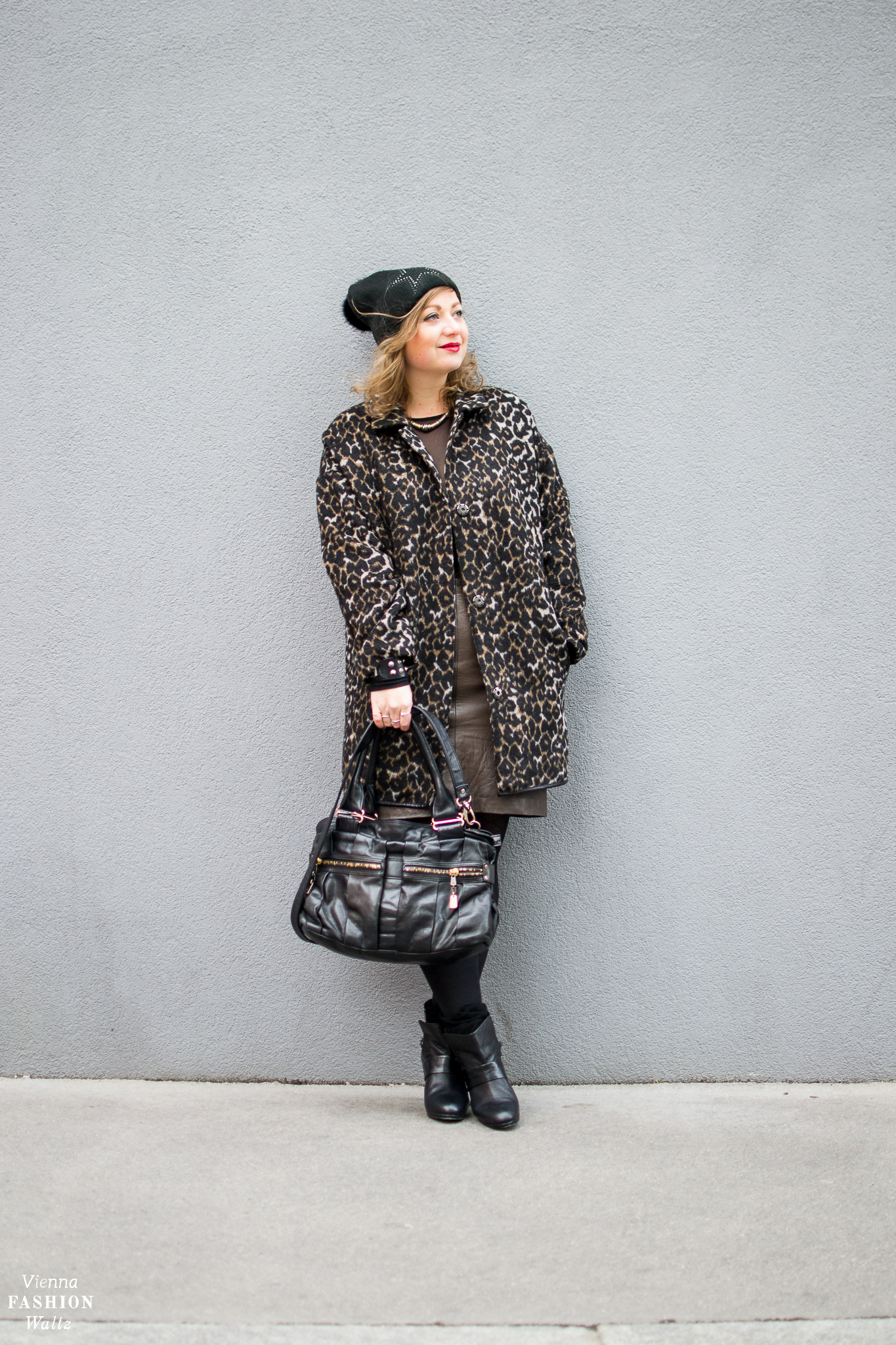 Fashion Trends - How to wear the Leopard Print! Outfit with leopard print Coat and Leather Skirt