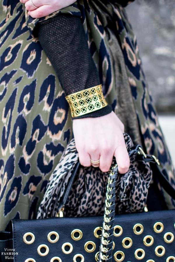 Armband Cajoy | Black and Gold Outfit, style, fashion, Leo Print trend, streetstyle, Items: Balmain, Guerlain, Deichmann, vila, H&M, Calzedonia, fashionblog: www.viennafashionwaltz.com