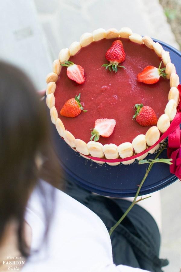 Fruchtige Erdbeer-Charlotte Torte Vienna Fashion Waltz