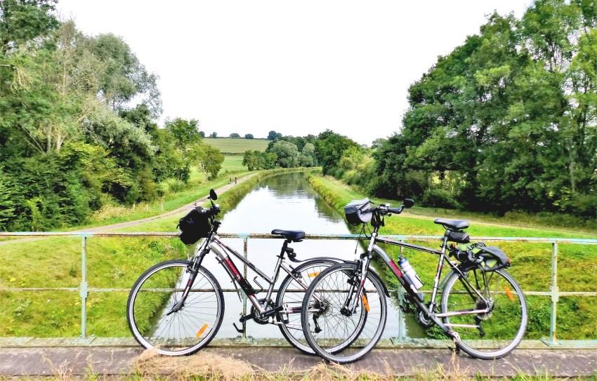 Vélos devant un canal