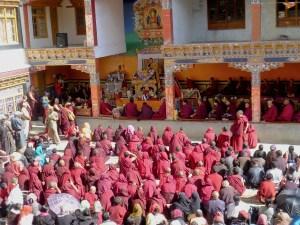 Fête religieuse avec les moines