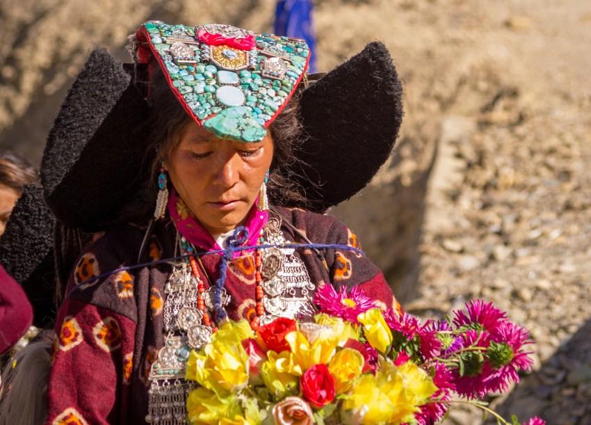 Femmen en costume traditionnel du Ladakh