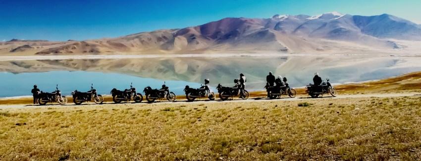 Paysage au bord du lac tsokar au Ladakh