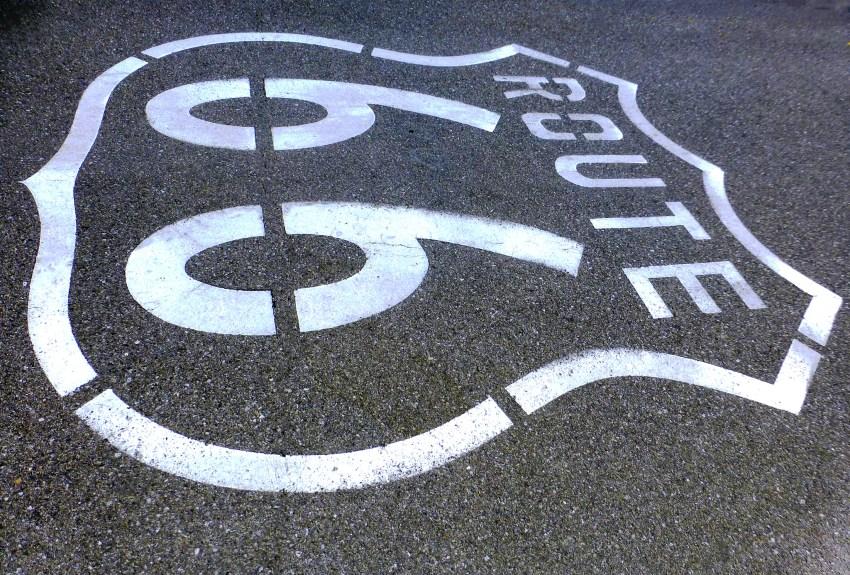 Logo de la route 66 à Amboy, USA