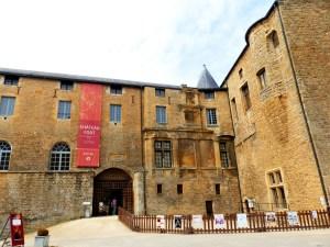 Château fort Sedan intérieur cour