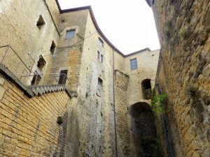 Château fort de Sedan intérieur cour