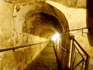 Naples souterraine marches