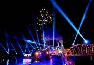 Kanchanaburi Pont de la rivière Kwai la nuit