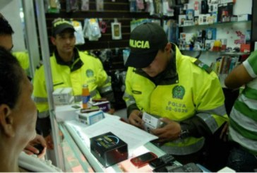 Allanados locales donde vendían celulares robados en el centro de Bogotá