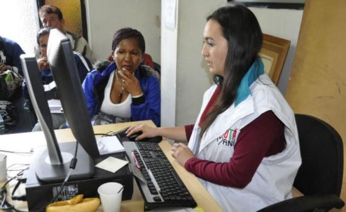 Hábitat asesora a hogares interesados en adquirir vivienda en Bogotá