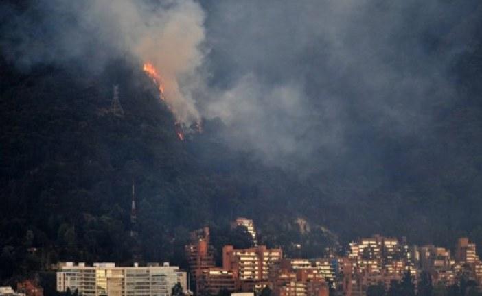 Grave incendio en los cerros orientales afecta a la ciudad de Bogotá