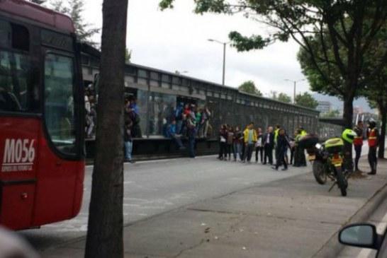 Nuevo bloqueo en Transmilenio, en la estación La Granja de la calle 80