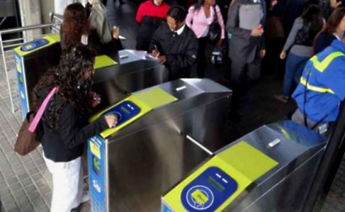 Mujer se fracturó la rodilla tras estampida en TransMilenio