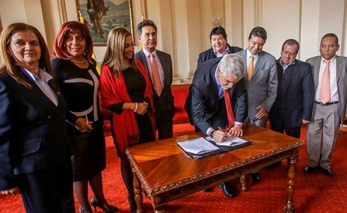 Alcaldía y sindicatos firman acuerdo para mejorar situación laboral de 25.000 trabajadores del Distrito