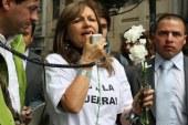 Es insoportable para Uribe quedar por fuera de la foto de la paz: Angela Robledo