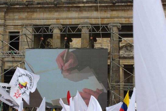 Así se vivió la firma del Acuerdo de Paz en la Plaza de Bolivar