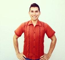 Camisa de algodón plisada y bordada en la Sierra Norte de Oaxaca.