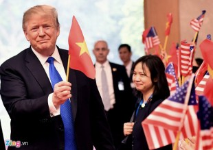 Donald Trump Và Cờ Đỏ Sao Vàng - Bình Luận - Việt Báo Văn Học Nghệ ...
