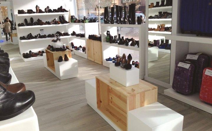 thiết kế nội thất shop giày