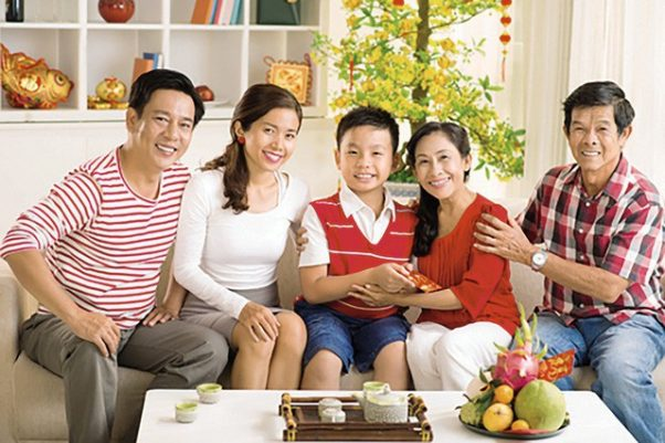 Vietnamese people live together in a house.