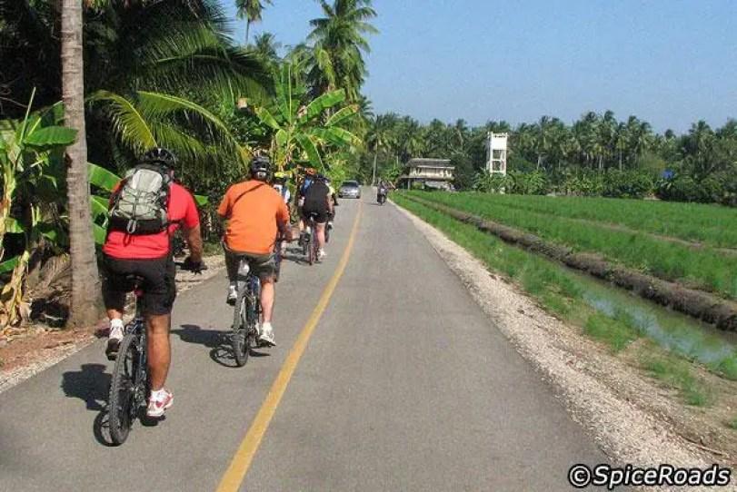 AMAZING BANGKOK BIKING TRIP TO HUA HIN